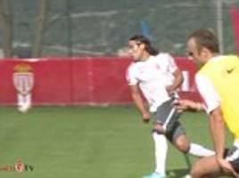 Dimitar Berbatov takes Radamel Falcao in sprint drill... and the result may surprise you!