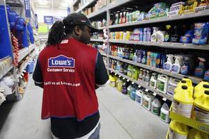Lowe's 2Q Profit Rises as Weather Improves